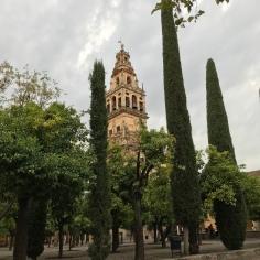Ulu Camiinin Sevilla'daki Giralda Minaresinden esinlenmiş minaresi