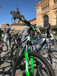 Hauptbahnof, İkinci el bisiklet pazarı.